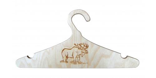 Cintre en bois naturel vernis gravé d'un orignal